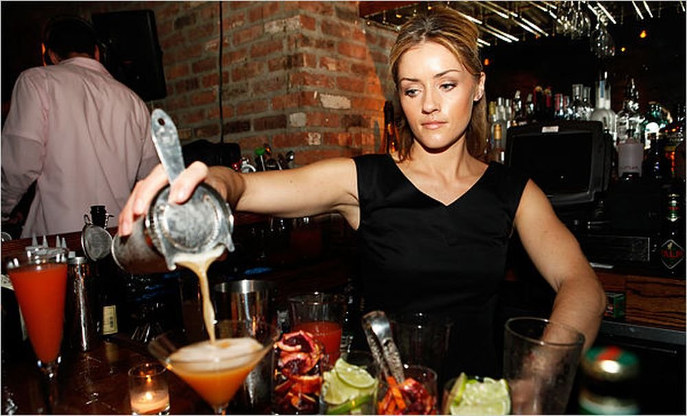 How To Become A Nightclub Bartender With Part Time Barman Bartender Jobs In USA